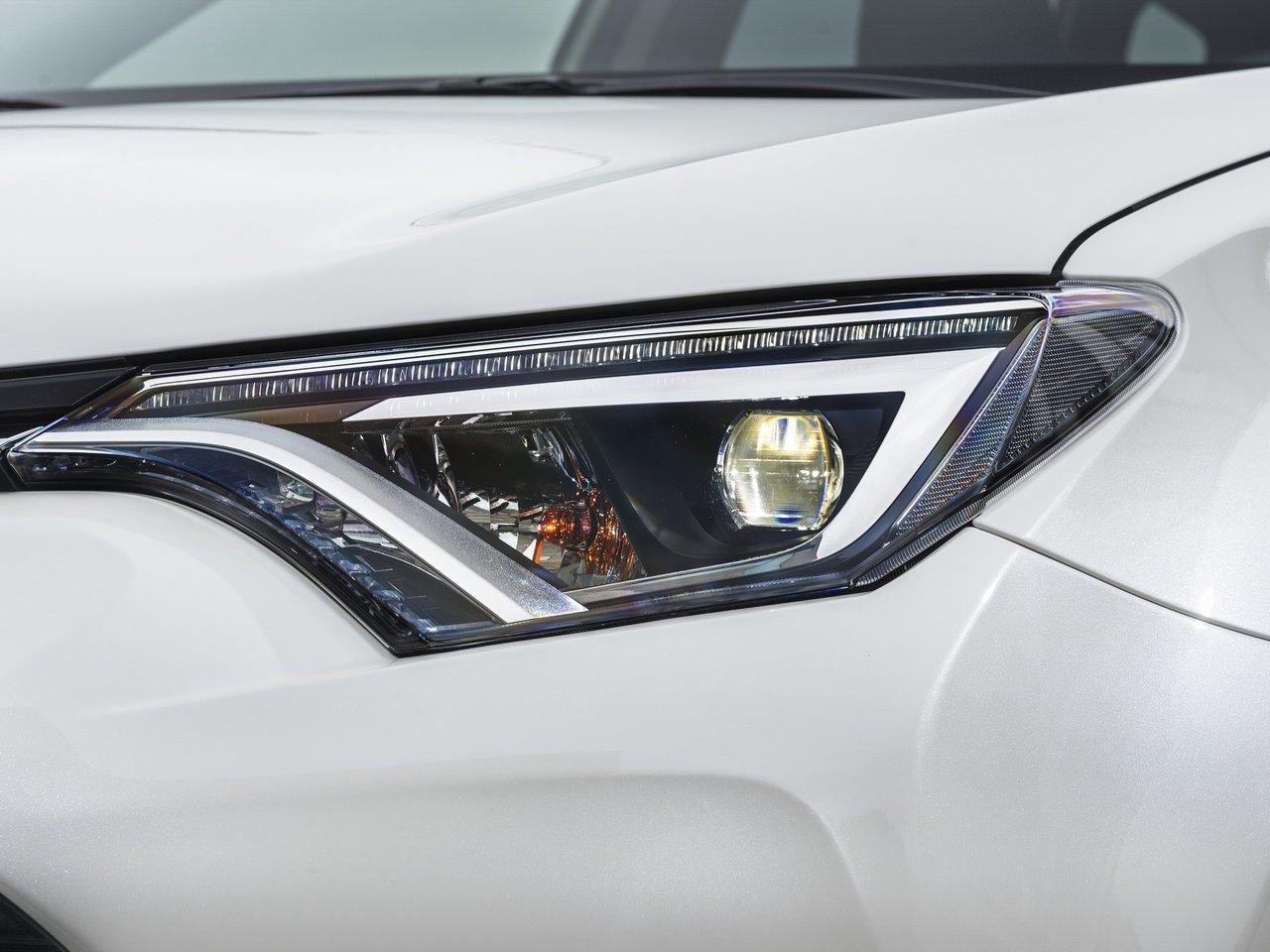 Оптика Тойота Рав 4 2018 года в новом кузове